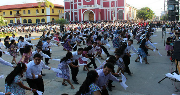 Largest Peruvian folk dance 1