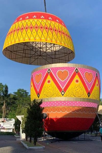 Largest decorated Easter egg construction
